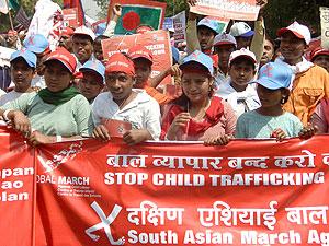 Multitud de personas durante la Marcha Surasiática contra el tráfico de Menores. (Foto: EFE)