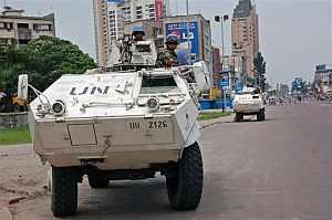 Tanques de la misión de la ONU, en las calles de Kinshasa. (Foto: AP)