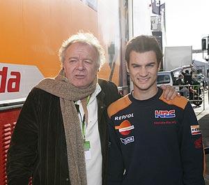 El periodista y Dani Pedrosa, en el circuito de Jerez. (Foto: TVE)
