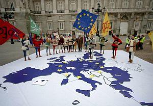 Un gran mapa con los países miembros de la UE en la Plaza de Oriente de Madrid. (Foto: AFP)