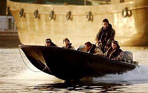 Soldados británicos patrullando en aguas del golfo Pérsico. (Foto: AP)