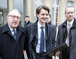 El nuevo ministro del Interior francés François Baroin (centro). (Foto: AFP)