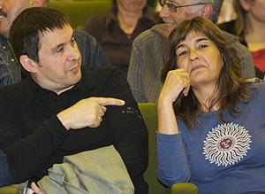 Marije Fullaondo, junto a Arnaldo Otegi en un acto en 2006. (Foto: Carlos García)