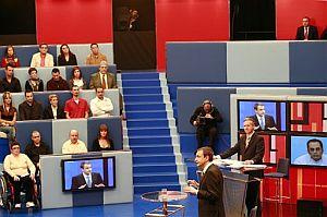 Una imagen tomada durante la emisión del programa. (Foto: AP/TVE)