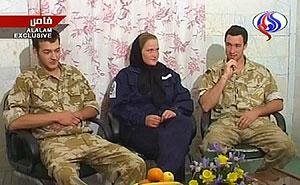 Los tres marinos británicos, en las últimas imágenes difundidas por Teherán. (Foto: AFP)