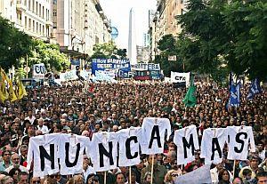 Manifestaciones por toda Argentina tras la muerte de un profesor en una protesta | elmundo.es