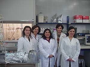 La doctora Fiszman (segunda por la izquierda) junto al equipo de investigadoras. (Foto: CSIC)