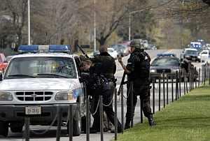 Agentes de policía en el lugar de los hechos. (Foto: AP)