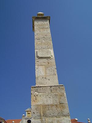 Monumento erigido en memoria de Juan de Padilla, Juan Bravo, Francisco Maldonado y María Pacheco en Villalar. (Foto: Elena Mengual)
