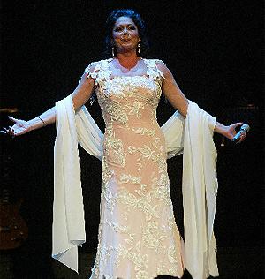Isabel Pantoja, en un concierto reciente. (Foto: Julio Palomar)