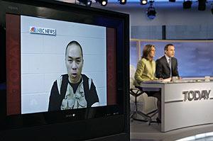 Los presentadores de 'Today' comentan las imágenes. (Foto: AP)
