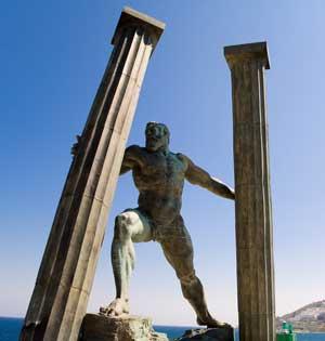 La escultura en bronce de el artista Ginés Serrán, 'Los Hércules y la Unión del Mundo'. (Foto: Ginés Serrán)