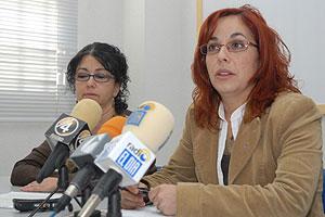La portavoz del Foro contra la Violencia de Género de Tenerife, durante su denuncia. (Foto: EFE)