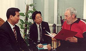 Fidel Castro (dcha.) con Wu Guanzheng (izda.). (Foto: 'Juventud Rebelde')