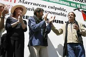 Los actores Verónica Forqué, Carmelo Gómez y Juanjo Puigcorbé, durante la manifestación. (Foto: EFE)