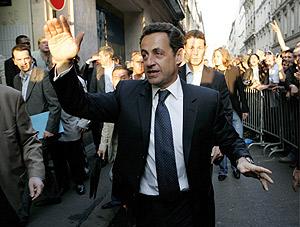 Sarkozy celebra los resultados ante sus seguidores. (Foto: EFE)