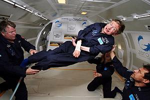 El físico Stephen Hawking, durante el vuelo a gravedad cero. (Foto: AP)
