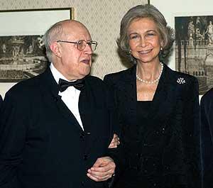 La Reina y Rostropovich, en una imagen tomada en el año 2002. (Foto: EFE)