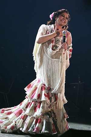 Isabel Pantoja, durante una reciente actuación en Arona (Tenerife). (Foto: EFE)