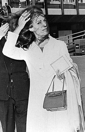 La cantante Dalida, en el aeropuerto romano de Fiumicino, en 1967. (Foto: EFE)