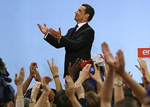 Sarkozy, ante sus seguidores. (Foto: REUTERS) MÁS IMÁGENES
