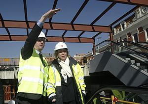 Alberto Ruiz-Gallardón y Esperanza Aguirre durante su visita a las obras del intercambiador el pasado febrero. (Julián Jaén)