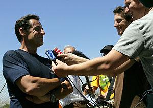 Sarkozy responde a la prensa en Malta. (Foto: AFP)