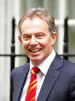 Tony Blair a las puertas del 10 de Downing Street. (Foto: AFP)