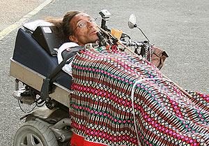 José Antonio Navarro, el tetrapléjico de Ferrol interceptado por la policía mientras circulaba en su camilla motorizada por una autovía. (Foto: EFE)