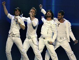 Los españoles D'Nash, durante su actuación. (Foto: AFP)