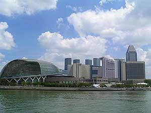 Los rascacielos se agolpan en el centro de Singapur.