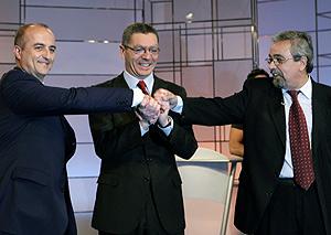 Sebastián, Gallardón y Pérez, antes de empezar el debate. (EFE)