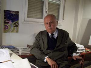 José Antonio Corrales, en su estudio. (Foto: Quique Lavilla)