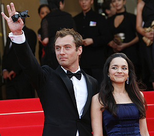 Jud Law y Norah Jones en el festival de Cannes. (Foto: REUTRS)