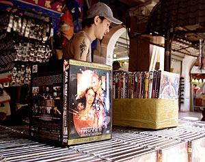 Cientos de copias piratas en DVD de la saga de Star Wars. (Foto: AP)