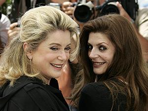 Catherine Deneuve y Chiara Mastroianni. (Foto: REUTERS)