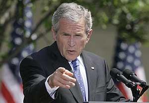Bush, durante la rueda de prensa. (Foto: AP)