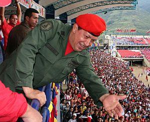 Chavez saluda a sus simpatizantes. (Foto: AFP)