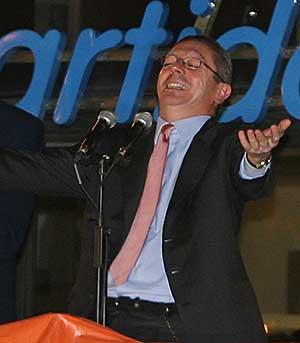 Gallardón celebrando su victoria electoral. (Foto: AFP)