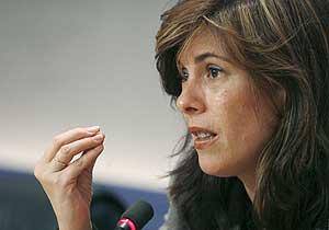 Uxue Barkos, en rueda de prensa en el Congreso. (Foto: EFE)