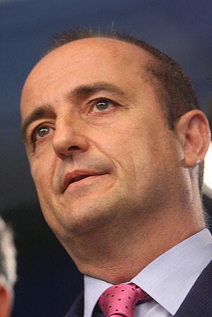 Miguel Sebastián en el momento de anunciar su renuncia. (Foto: Alberto Cuéllar)
