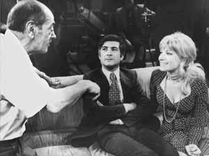 Luis Buñuel (izda.) habla con Brialy (centro) y con la actriz Monica Vitti en el rodaje de 'El fantasma de la libertad'. (Foto: AFP)