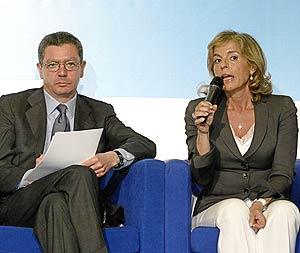Gallardón y Ana Botella, en un acto de campaña en Vallecas. (Foto: Julián Jaén)
