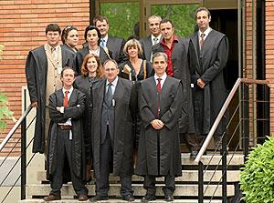 Algunos de los abogados de oficio de los acusados. (Foto: Kike Para)