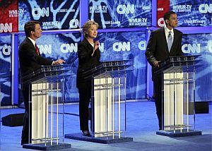 De izda. a dcha., Edwards, Clinton y Obama. (Foto: EFE)