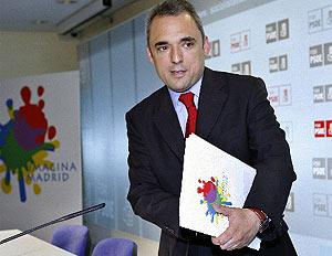 Simancas, antes de la rueda de prensa donde anunció su dimisión. (EFE)