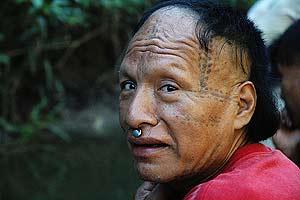 Un hombre mastanahua, en Puerto Paz, en el río Curanja. (Foto: David Hill/Survival)