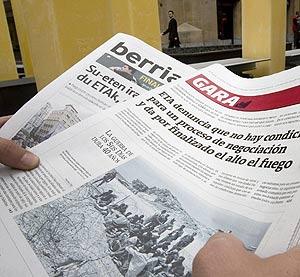 Portadas de los diarios 'Gara' y 'Berria'. (Foto: EFE)