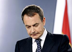 Zapatero durante su intervención tras el comunicado de ETA. (Foto: AP)