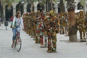 Ejército de esculturas de basura del artista Schult . (Foto: Quique García)